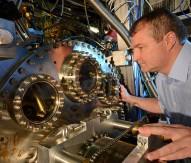 Experts measure electron speed through single atomic layers